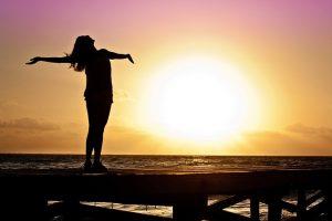まずは自己理解に取り組み、自分の良い面に光を当て、それを受け入れましょう